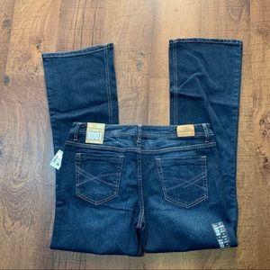 Aeropostale Chelsea Boot Low Rise Jeans 10 Short